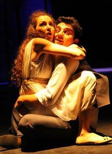 """""""რომეო და ჯულიეტა"""" მოზარდ მაყურებელთა თეატრის სცენაზე"""