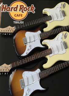 """Hard Rock Cafe-ს საჩუქარი """"ნიჭიერთა ათწლედის"""" მოსწავლეებს"""