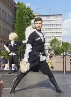 ნახეთ ქართული ცეკვით აღფრთოვანებული პოლონელები