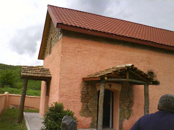 არანახული ფანტაზიით დამახინჯებული ეკლესია