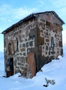 კუსტარული შეკეთებით დამახინჯებული ეკლესია