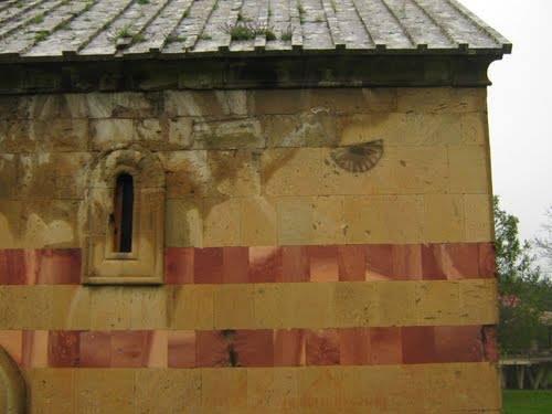 ტანძიაში წმინდა ნიკოლოზის ეკლესია თუნუქით გადახურეს