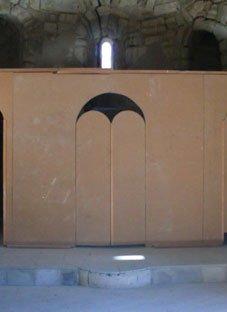 მიქაელ მთავარანგელოზის ტაძარი არაპროფესიონალური აღდგენით დაზიანებულია