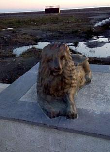 ჯანო იზორია მალთაყვის სანაპიროზე დადგმულ ძეგლს აკრიტიკებს