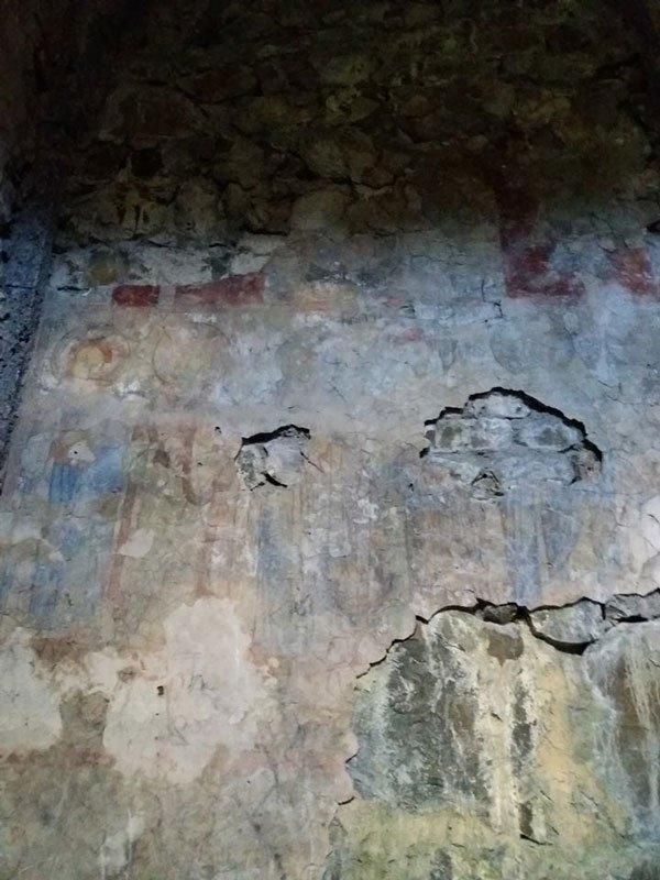 ბნელეთის ღვთისმშობლის ეკლესიაში ფრესკები ნადგურდება