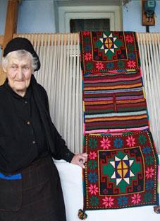 84 წლის ანა ბექაური - გასაოცარი ფარდაგების მქსოველი