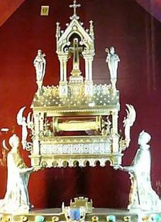 დავით აღმაშენებლის ჯვარი პარიზის ღვთისმშობლის ტაძარში