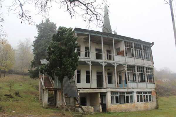 ქიზიყში უნიკალური სკოლა დაანგრიეს