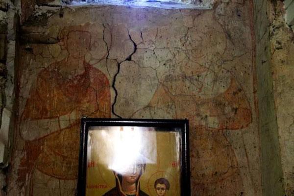 უმსგავსობა ახატნის მცირე ეკლესიაში