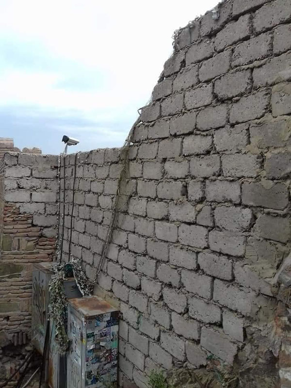 ნარიყალას ციხის კედელი ბლოკით ამოაშენეს
